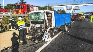 El choque entre dos camiones ha dejado un herido grave