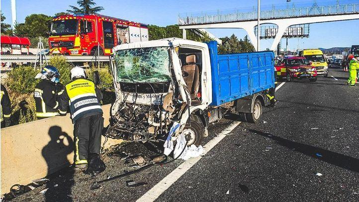 Un hombre, herido grave en un choque entre dos camiones en la A-6