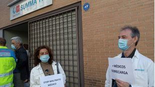 Huelga de médicos del SUMMA 112 durante la concentración de hoy