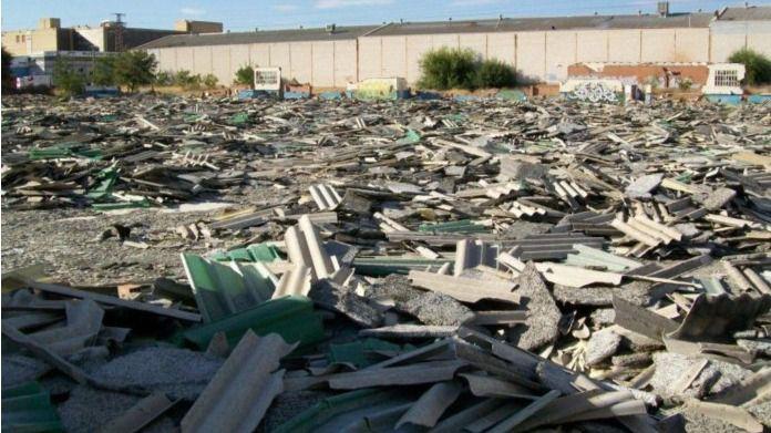 Los vecinos del sur, en riesgo por los vertidos ilegales de amianto