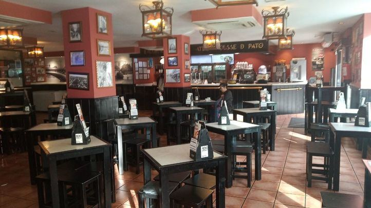 La afluencia a bares y restaurantes se desploma un 34% en una semana tras las restricciones
