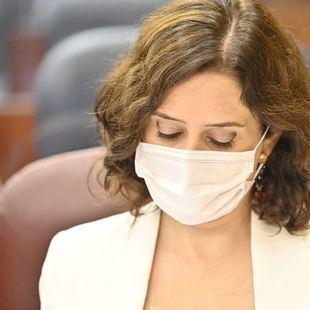 La presidenta regional defiende sus medidas sanitarias, que