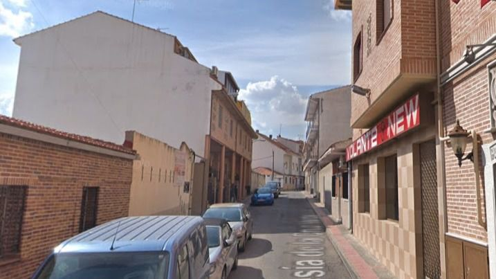Calle de la localidad de Ciempozuelos donde un hombre que se atrincheró en su casa tras agredir a unos agentes que protegían a su novia maltratada