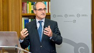 Juan García-Bellido pronuncia la conferencia sobre agujeros negros en la Fundación Ramón Areces