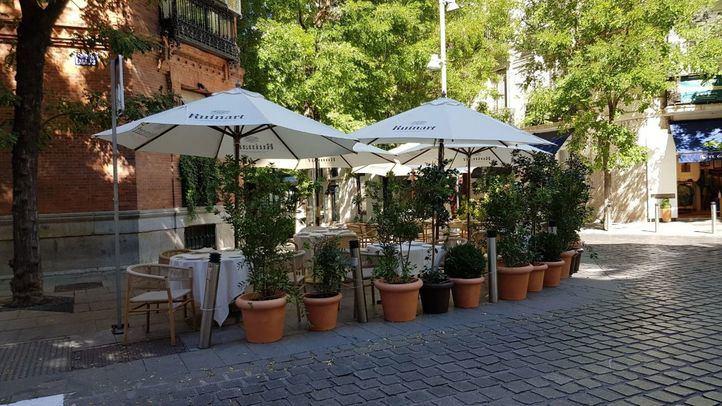Una terraza ocupa una esquina de la calle Lagasca / Jorge Juan