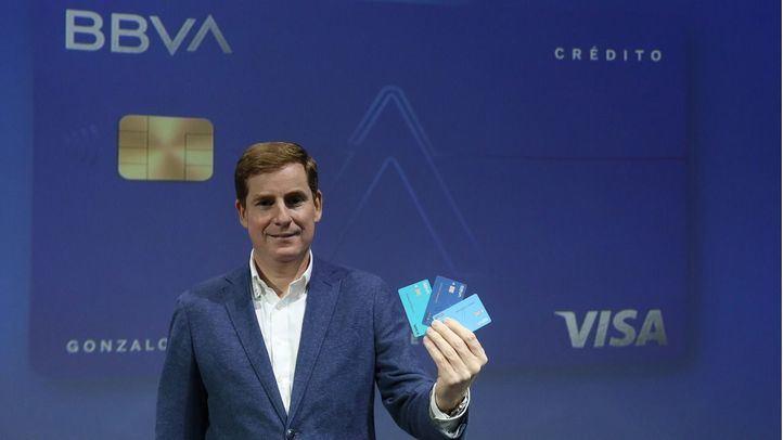 Gonzalo Rodríguez presenta la nueva tarjeta Aqua de BBVA.