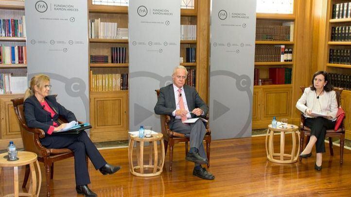 Rosa Zarza, Jesús Cruz VIllalón y María Emilia Casas en la Fundación Ramón Areces