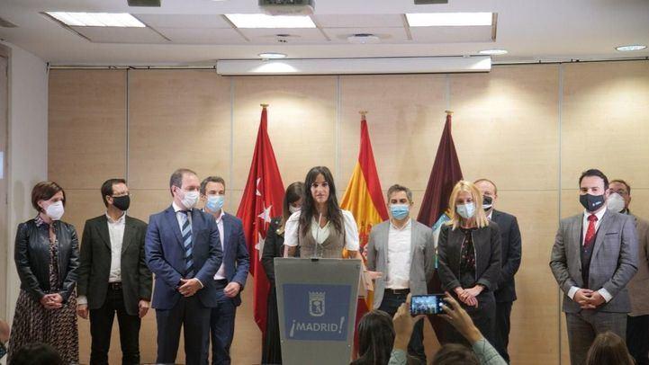 Begoña Villacís, junto a los diez concejales de Ciudadanos en el Ayuntamiento, anuncia que no apoyarán más iniciativas sobre memoria histórica.