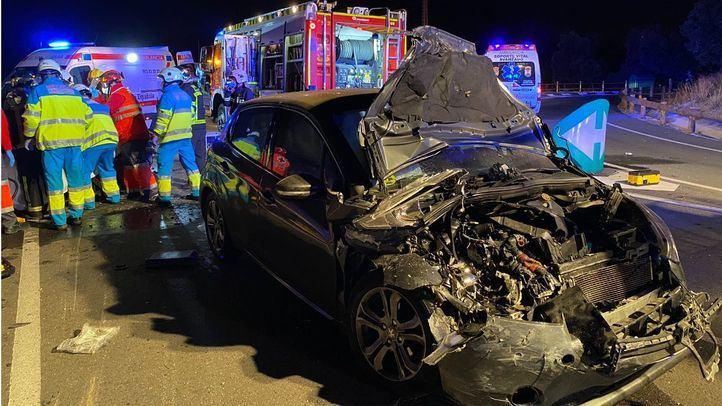 Dos hombres y una mujer heridos en un choque frontal entre dos turismo en la M-608
