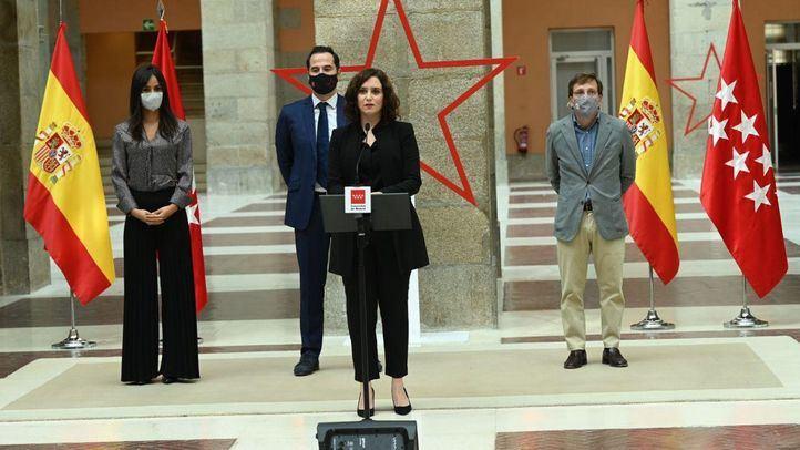 Isabel Díaz Ayuso tras el homenaje a las víctimas del Covid-19 en la Puerta del Sol