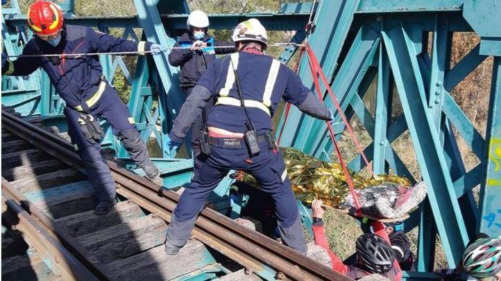 Herido un ciclista al caer desde un puente ferroviario sobre el río Jarama