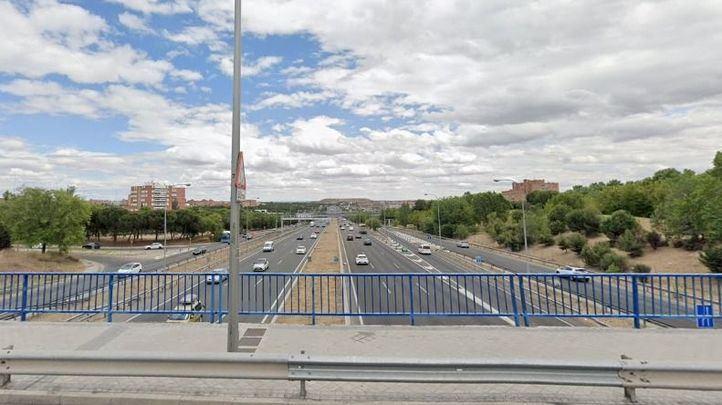 Agentes de la Policía Nacional evitan que un hombre se arroje desde un puente en Moratalaz