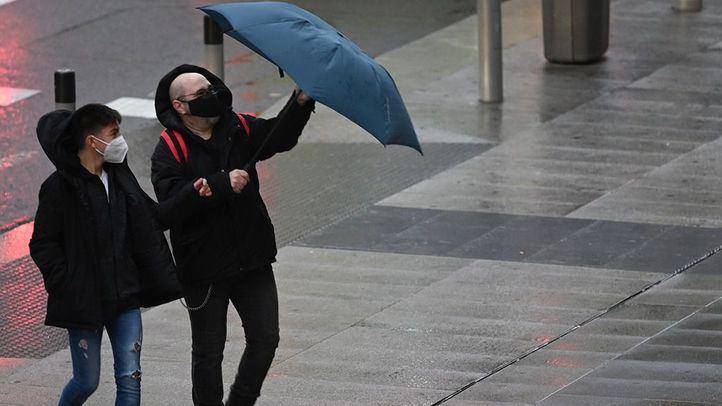 Los bomberos de Comunidad y Ayuntamiento de Madrid reciben más de 600 avisos relacionados con el temporal