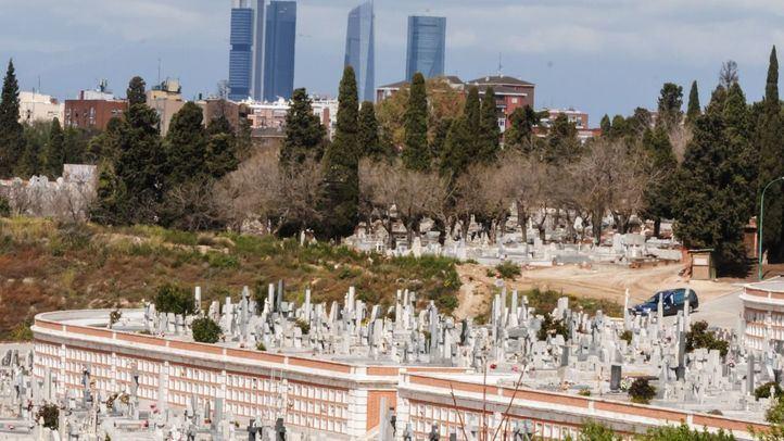Un hombre y su hija, detenidos por robar dentro de coches aparcados en el cementerio de La Almudena