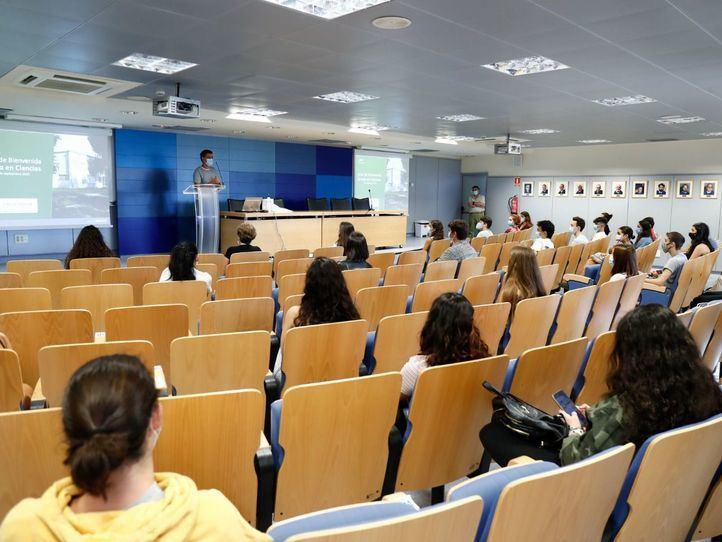 Castells felicita a la Comunidad de Madrid por su forma de controlar la pandemia en los campus universitarios