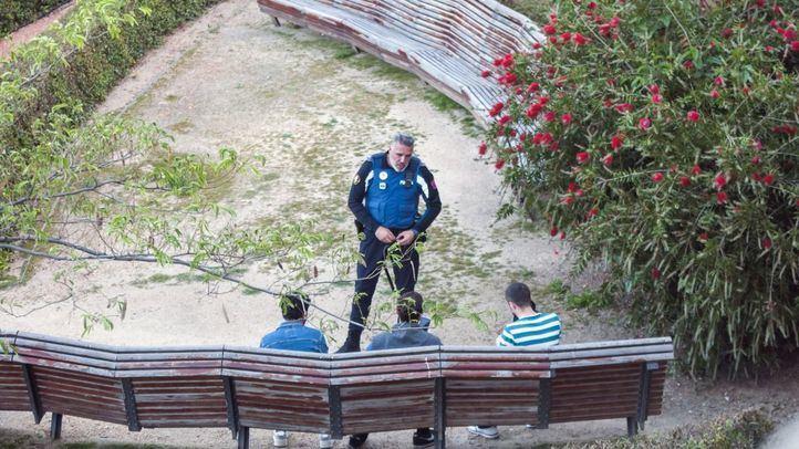 Policia multa, entra parque