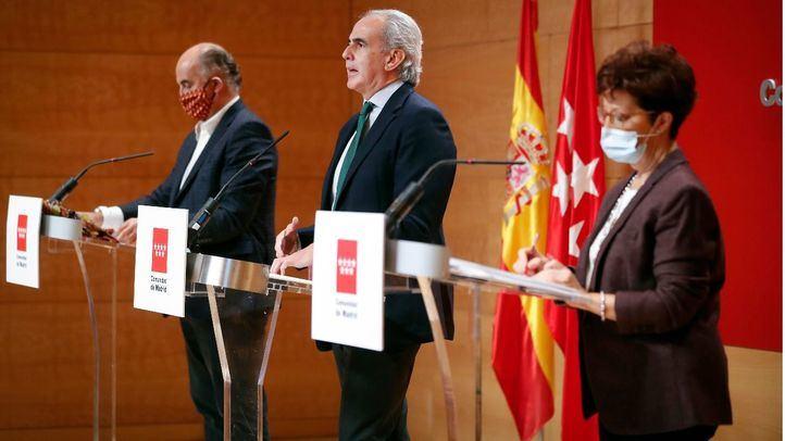 Antonio Zapatero, Enrique Ruiz Escudero y Elena Andradas, en rueda de prensa