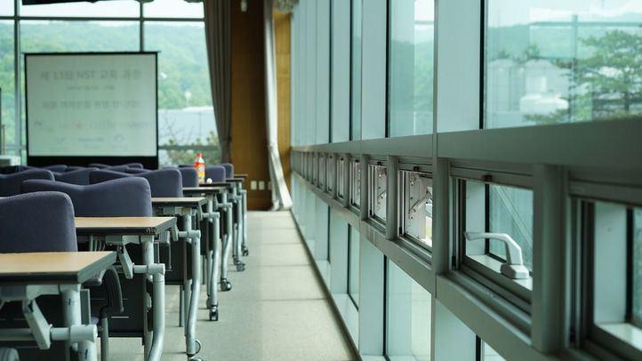 Purificadores o ventilación: cómo renovar el aire en las aulas sin enfermar de frío