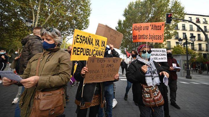 Un centenar de personas recorre Madrid para pedir la República