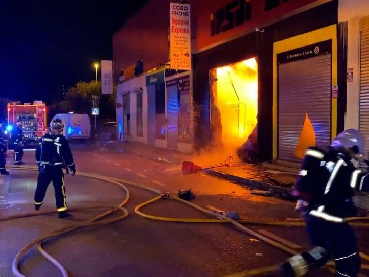 Controlado un incendio en una nave industrial de Fuenlabrada