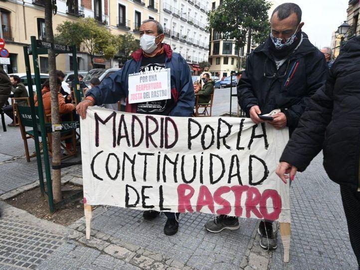 Los comerciantes del Rastro vuelven a la calle para exigir la reapertura del marcadillo