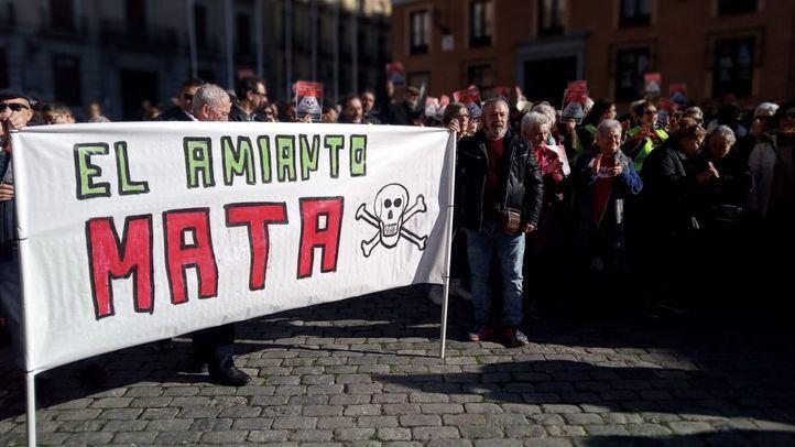 Protesta de los vecinos de Orcasitas contra el amianto