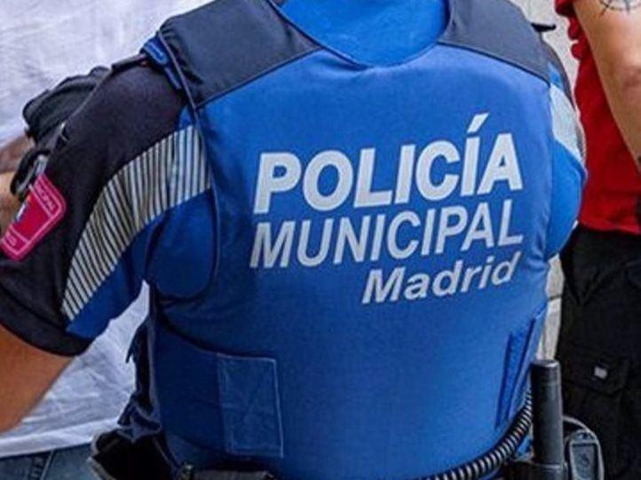 Arrestados tres británicos por agredir a agentes municipales