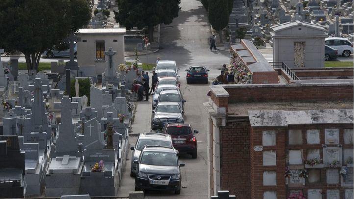 Control policial con 300 agentes y con drones en los cementerios de Madrid