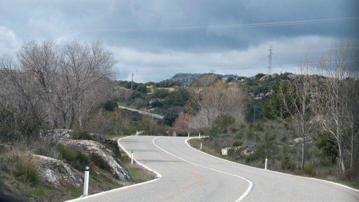 carretera rural doble sentido linea continua