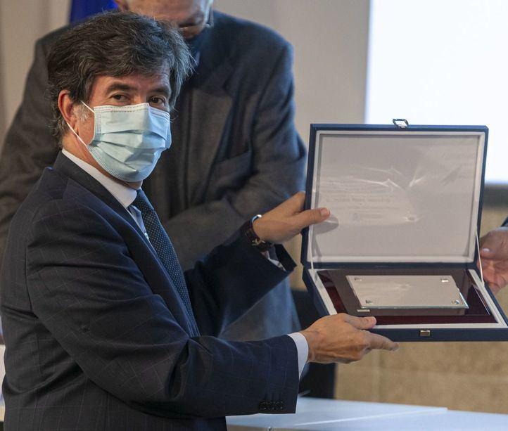 Javier Urra recibe el V Premio UICM como reconocimiento a su trayectoria profesional