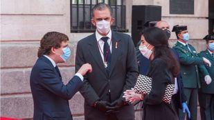 José Luis Martínez-Almeida conversa con Javier Ortega Smith y Rocío Monasterio.