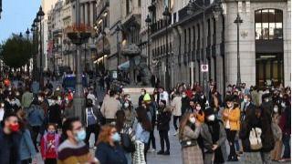 Zapatero pide quedarse en casa este puente y Almeida anima a salir a la calle a consumir