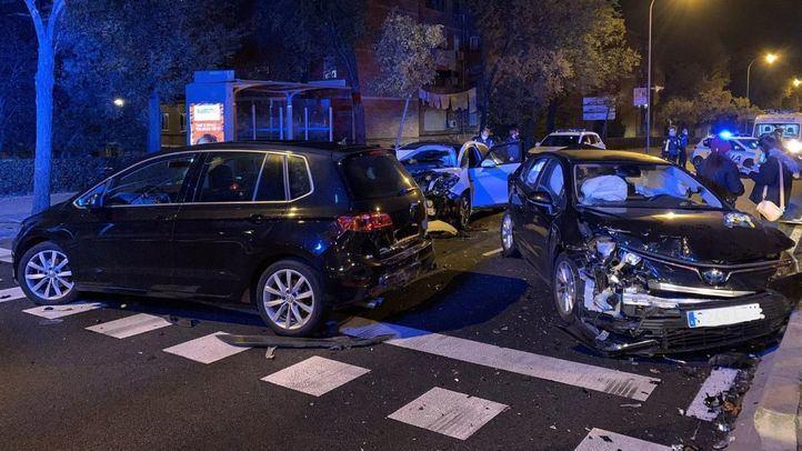 Cuatro heridos en un accidente entre tres vehículos en Villaverde