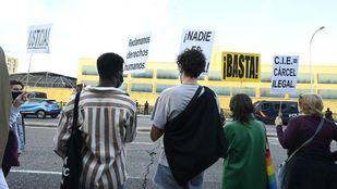 Manifestación frente al CIE de Aluche