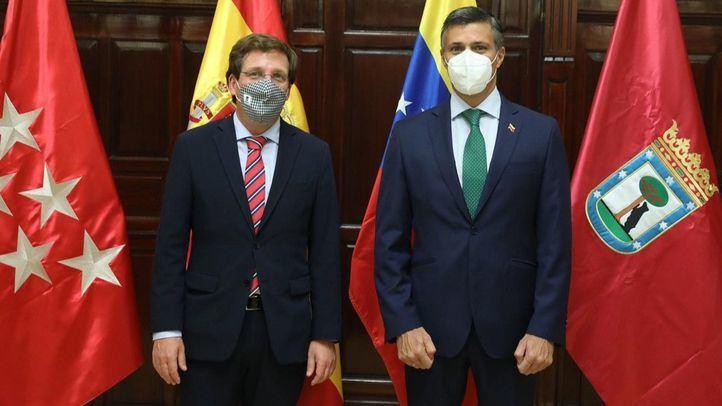 El alcalde de Madrid recibe en Cibeles al opositor venezolano Leopoldo López
