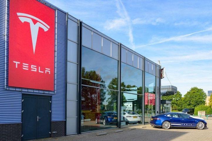 Nueva Actualización del software de Tesla con Autopilot