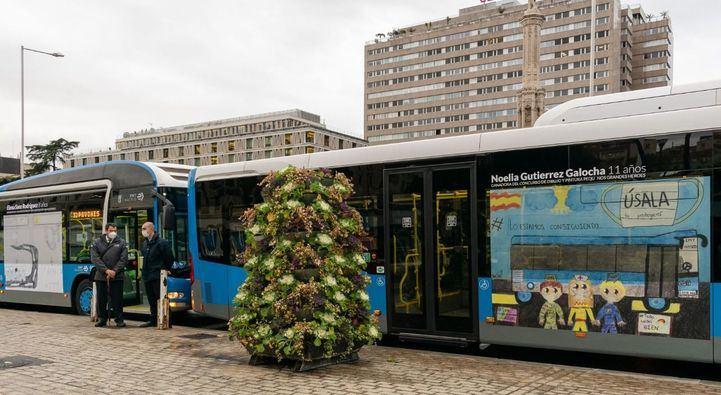 Dos buses lucen los dibujos ganadores del concurso 'Pequeños Grandes Héroes'