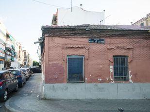 Deterioro del edificio en Peironcely, 10, fotografiado por Robert Capa