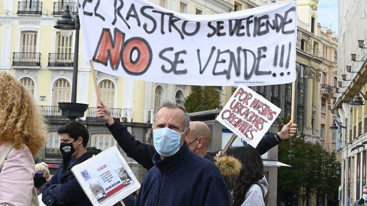 Los comerciantes del Rastro votan la propuesta de reapertura del Ayuntamiento