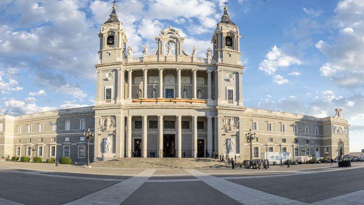 Madrid celebra una atípica Almudena sin salida de la patrona ni ofrenda floral