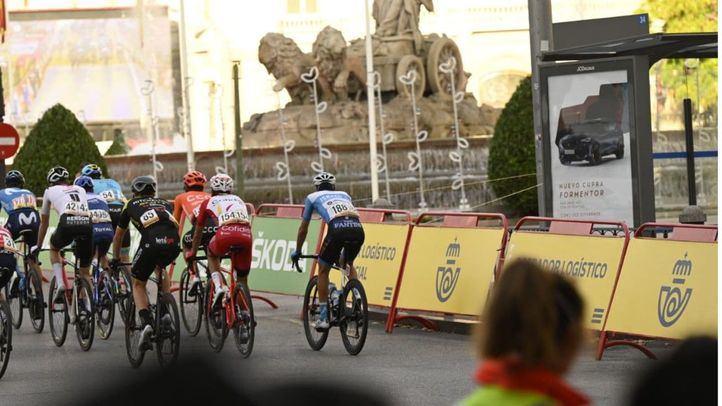 La Vuelta a España a su paso por la plaza de Cibeles