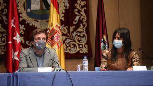 José Luis Martínez-Almeida y Begoña Villacís en la Junta de Gobierno del Ayuntamiento de Madrid celebrada en el distrito de Latina.
