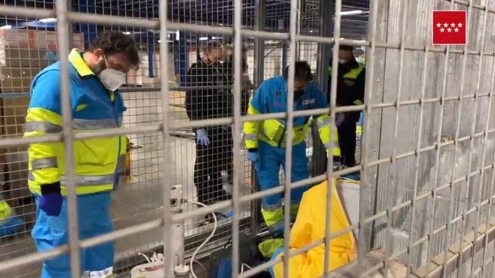 Fallece un trabajador al caer sobre él un montacargas en Alcalá de Henares