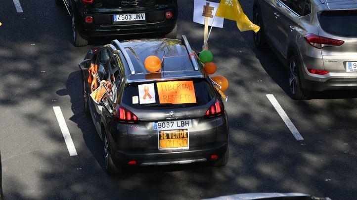 Cientos de coches llenan el Paseo de la Castellana contra la 'Ley Celaá'