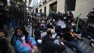 Protestas durante la notificación del desahucio a los habitantes del Palacio de la Infanta Carlota