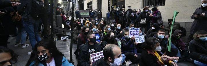 Protestas durante la notificación del desalojo a los habitantes del Palacio de la Infanta Carlota