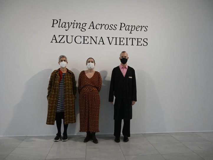 Azucena Vieites expone 'Playing Across Papers'