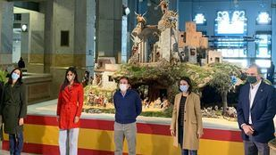 José Luis Martínez-Almeida, acompañado por la vicealcaldesa, Begoña Villacís; la delegada de Cultura, Andrea Levy, además de los portavoces de Más Madrid y Vox, Rita Maestre y Javier Ortega Smith