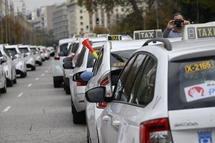 Taxistas y Ayuntamiento de Madrid buscan hoy soluciones para el sector