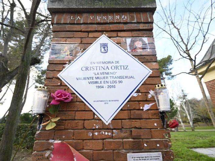 El Ayuntamiento repone la placa a 'La Veneno' más de un año y medio después de ser arrancada
